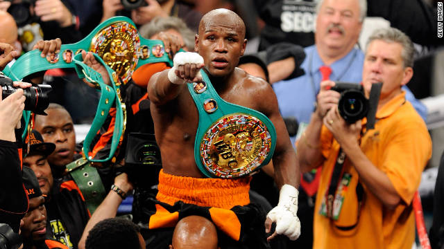 Mayweather fights to keep winning streak
