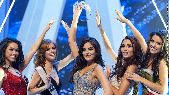 Miss Universe 2010, Ximena Navarrete teases Miss Universe 2011 contestants with the crown onstage during dress rehearsal