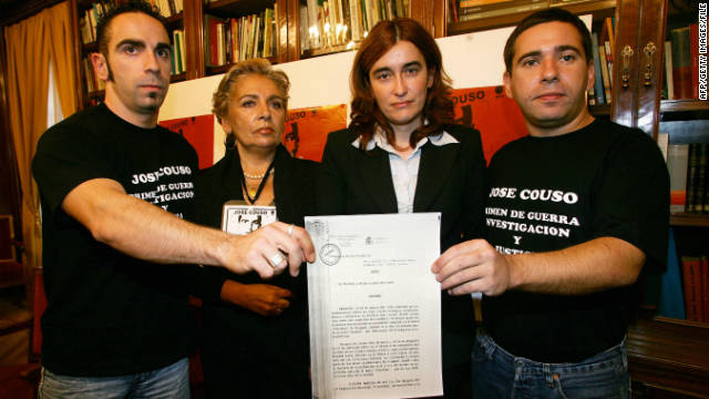 The family and lawyer of Spanish cameraman Jose Couso who was killed in Baghdad in 2003, at a press conference in 2005.