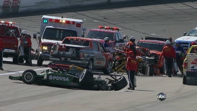 Crash kills IndyCar champ Dan Wheldon