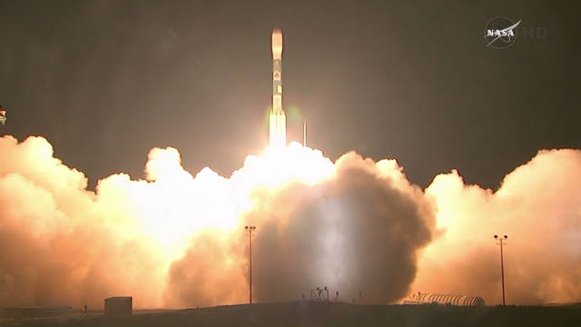 weather satellite launch_00000805