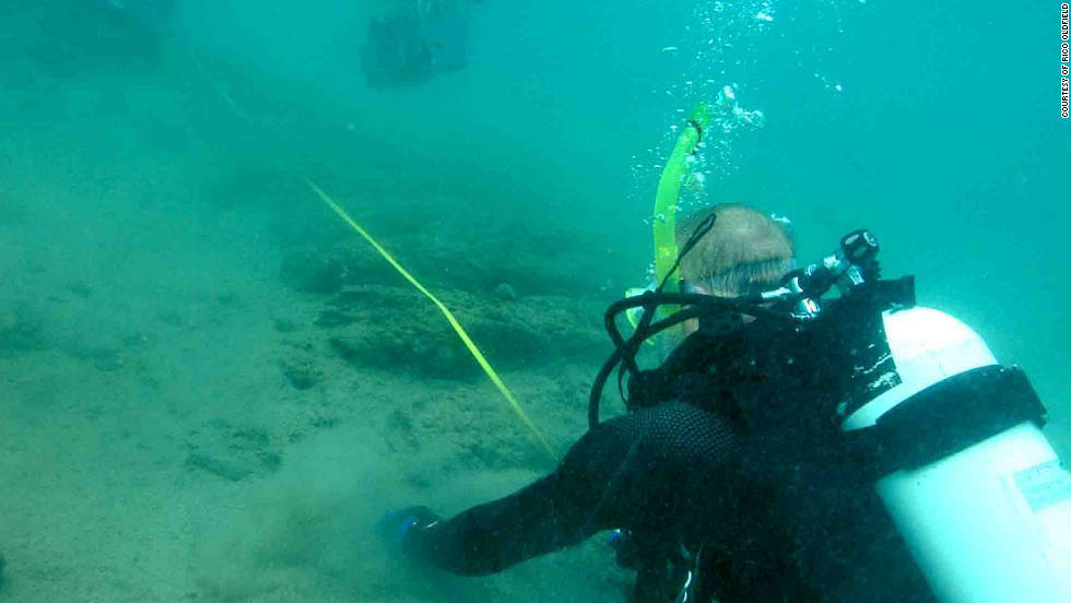 Croce and the diving team measure the shipwreck found off the coast of Panama.