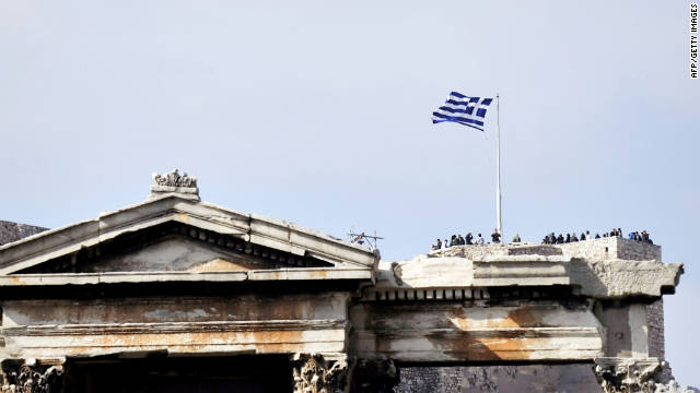 Greek PM survives confidence vote