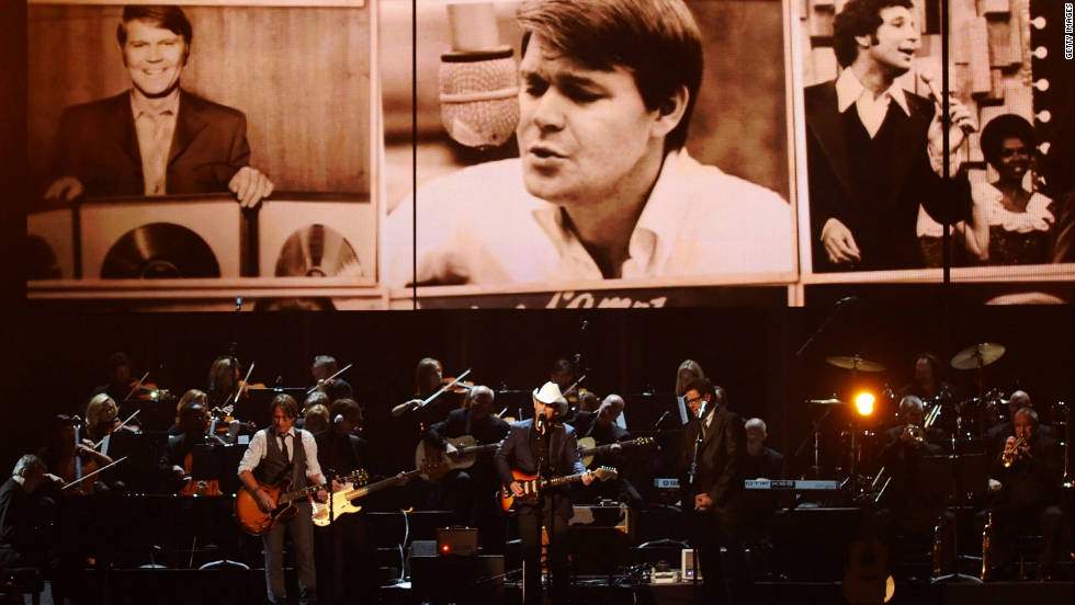Keith Urban, Brad Paisley and Vince Gill perform a tribute to legendary country musician Glen Campbell.