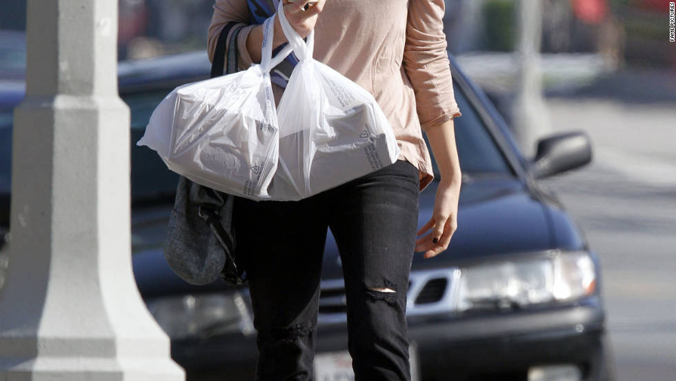Mandy Moore picks up food in Los Angeles.