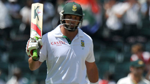 Jacques Kallis celebrates passing 12,000 Test runs but its Australia that have the upper hand in Johannesburg.