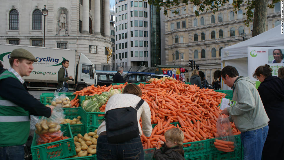 "Members of the public were asked to work at the ""wonky veg stall"" where they helped sort and bag surplus vegetables for delivery to charity partners in London."