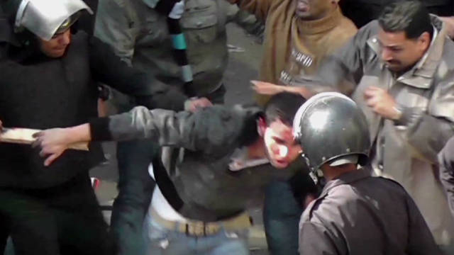 Clashes continue in Tahrir Square