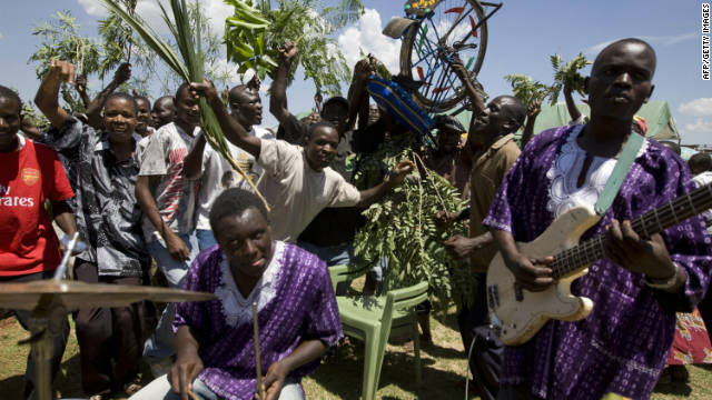 A band plays during the funeral service for six victims of post-election violence in the western Kenyan town of Kisumu 21 January 2008.
