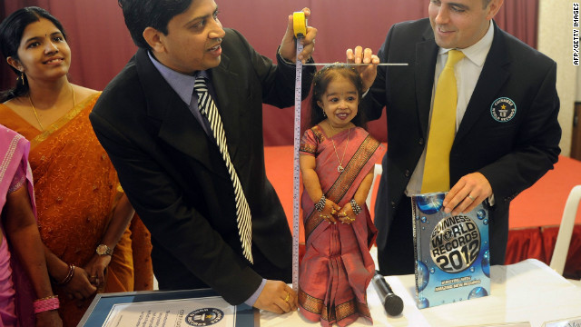 Rob Molloy, right, of Guinness World Records and doctor Manoj Pahukar measure Jyoti Amge in Nagpur on Friday.