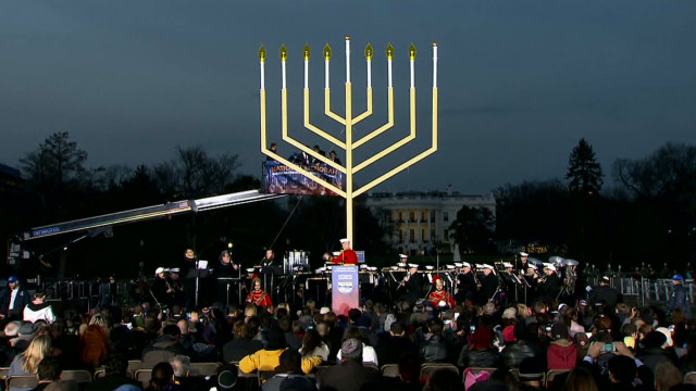 vo menorah lighting ceremony_00003930