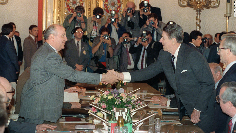 June 1988: A visit by US President Ronald Reagan affrms Gorbachev's thawing ties with the West even as hardliners at home oppose his policies.