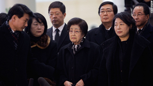 The delegation, including Lee Hui-Ho (center), the widow of late South Korean President Kim Dae-Jung, depart for North Korea.