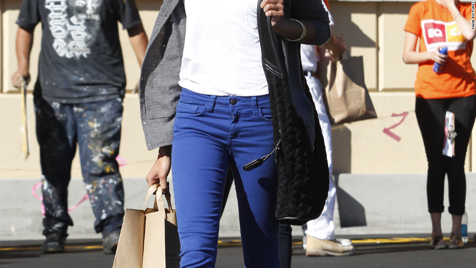 Zoe Saldana runs errands in Beverly Hills.