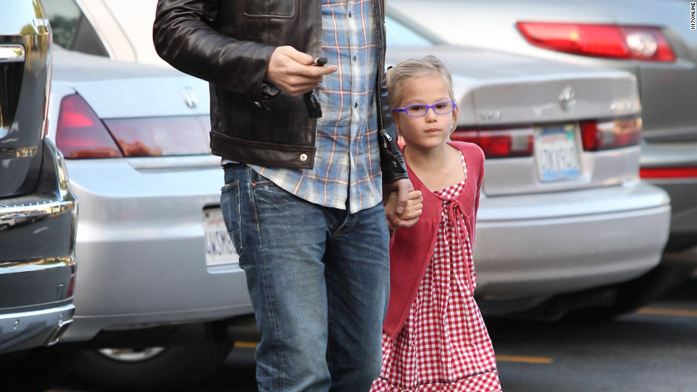 Ben Affleck roams around with his daughter in Santa Monica.