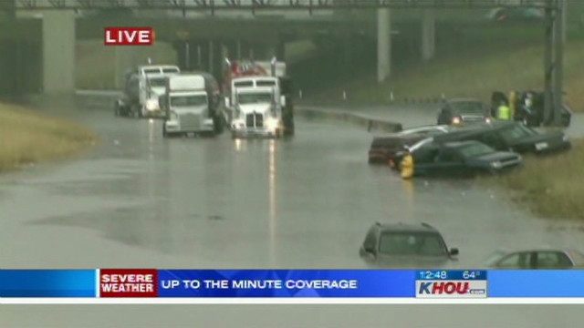 Flooding traps drivers on Texas highway