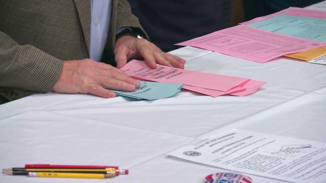 Romney, Huntsman tie in Dixville Notch, N.H.