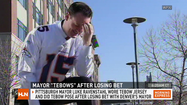 Pittsburgh's mayor loses bet, 'Tebows'