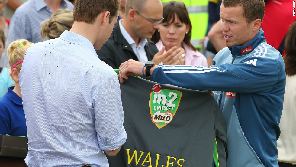 Sports memorabilia is another popular choice -- Prince William was presented with a personalized cricket top, handed over by Australian cricketer Peter Siddle during his visit to the country.