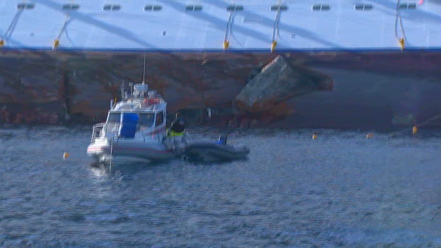 Coast guard looks at wrecked Concordia