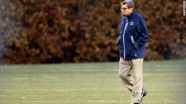 Penn State University head football coach Joe Paterno watches his team during practice on November 9, 2011, in State College, Pennsylvania.