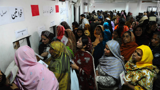 Pakistani heart patients queue for their prescription medication at the Punjab Institute of Cardiology in Lahore on Thursday.