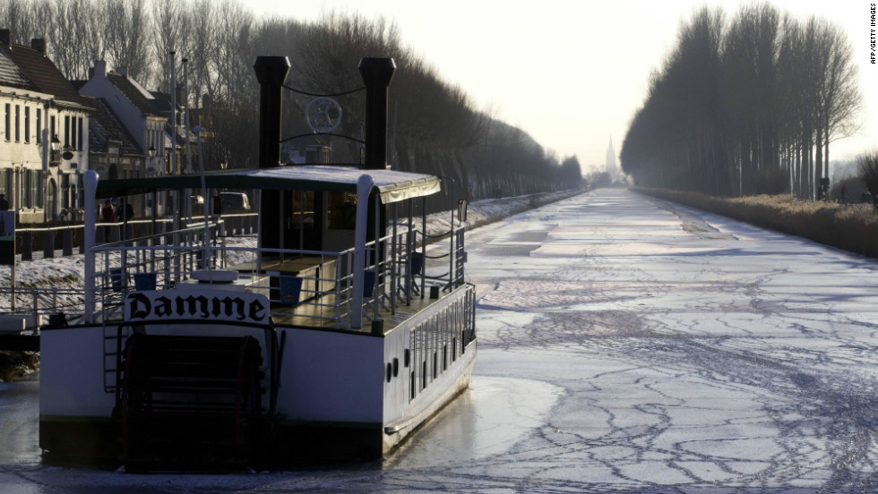 A picture taken on February 11, 2012 shows the frozen Damse Vaart in Damme. For the 13th consecutive day, temperatures in Belgium were below zero degrees Celsius. This is the longest cold wave for Belgium since 1941.