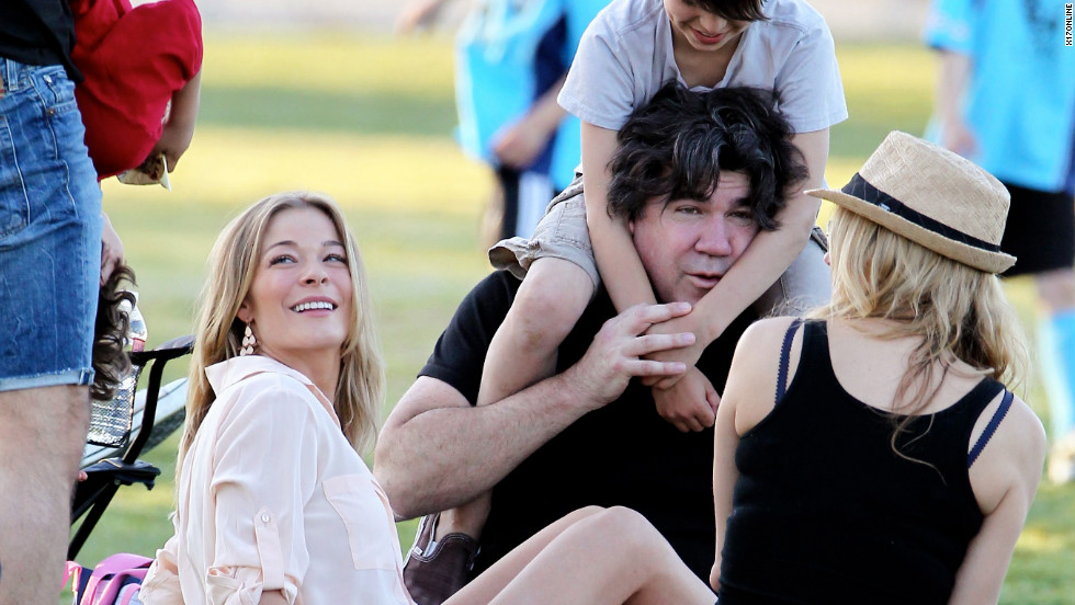 LeAnn Rimes attends a soccer match with her family in Calabasa.