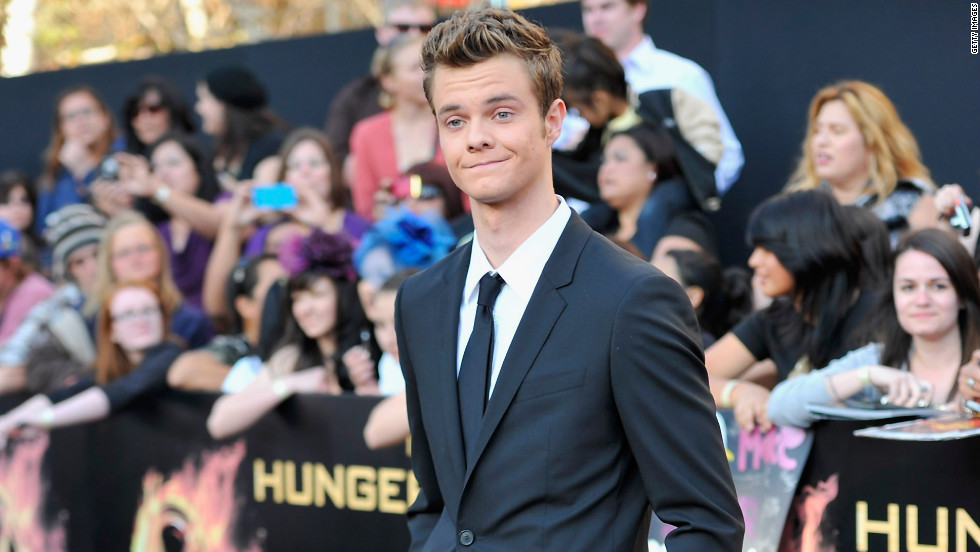 Marvel, played by Jack Quaid, comes from District 1, the luxury district. His weapon of choice is a spear.