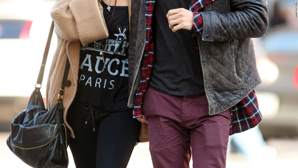 Vanessa Hudgens and Austin Butler roam around New York.