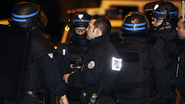 Members of the RAID special police forces lay siege to the apartment block where suspect Mohamed Merah is holed up, on March 21, 2012 in Toulouse, southwestern France.