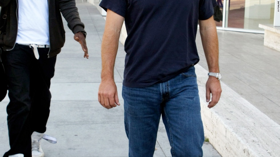 Chris O'Donnell roams around Beverly Hills.