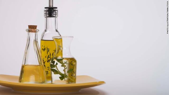 People who ate a Mediterranean diet high in extra-virgin olive oil showed fewer heart problems after five years, a study shows.