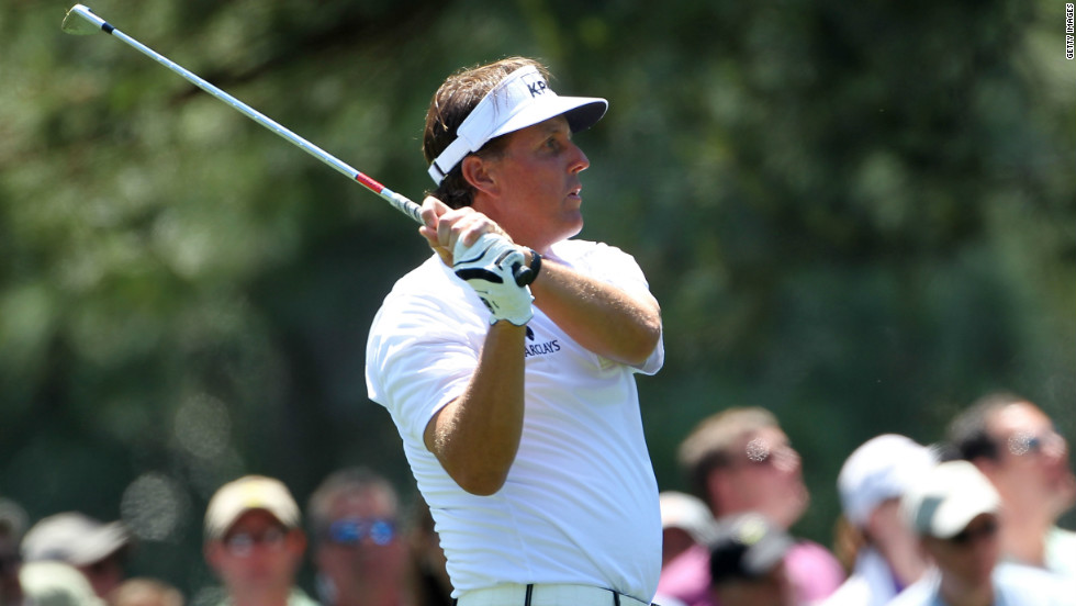 Phil Mickelson has put himself in contention for a fourth success at Augusta National with a third round 66 to finish one behind Hanson on eight-under par.