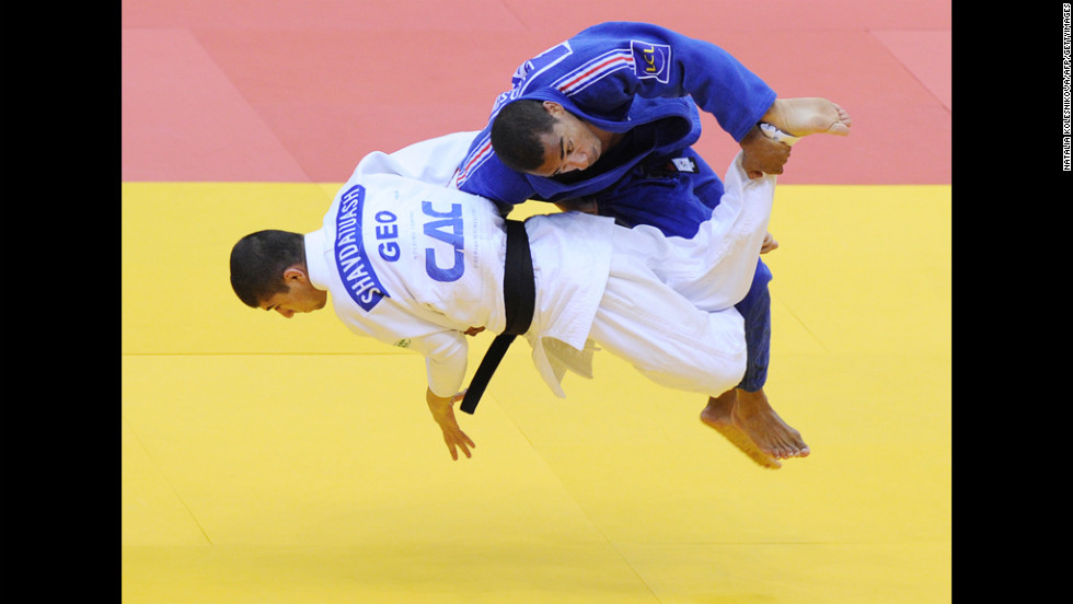 France's David Larose, top, fights with Georgia's Lasha Shavdatuashvili during their men's 66 kg bronze match at the European Judo Championships in Chelyabinsk, Russia, on Thursday. Shavdatuashvili won the match.