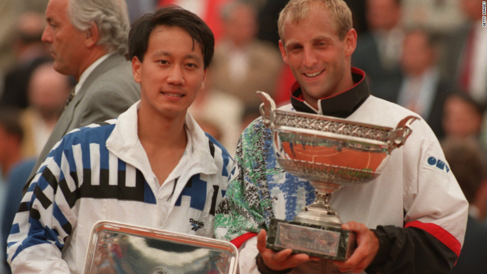 Michael Chang with winner Thomas Muster after the final of the French Open at Roland Garros in 1995.