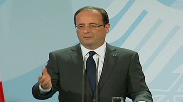 Hollande hopes Greece stays in eurozone
