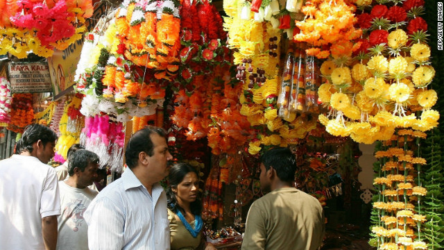 An Indian couple buy decorative items and gifts for the forthcoming Hindu festival of Diwali at a busy market in New Delhi on October 25, 2008. Indians throughout the country are preparing to celebrate Diwali, the Festival of Lights on October 28. AFP PHOTO/ RAVEENDRAN (Photo credit should read RAVEENDRAN/AFP/Getty Images)