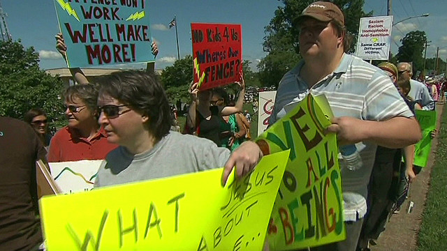 ac pkg tuchman antigay sermon sparks protests_00010525