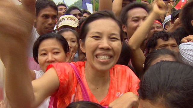 Refugees flock to see Aung San Suu Kyi