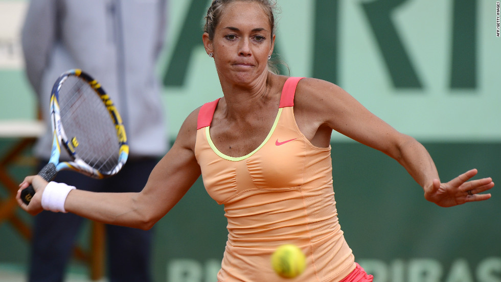 Zakopalova won their first encounter in 2003 when Sharapova was 15, but the Czech was unable to capitalize on the Russian's error-strewn performance in cold, windy conditions at Roland Garros.
