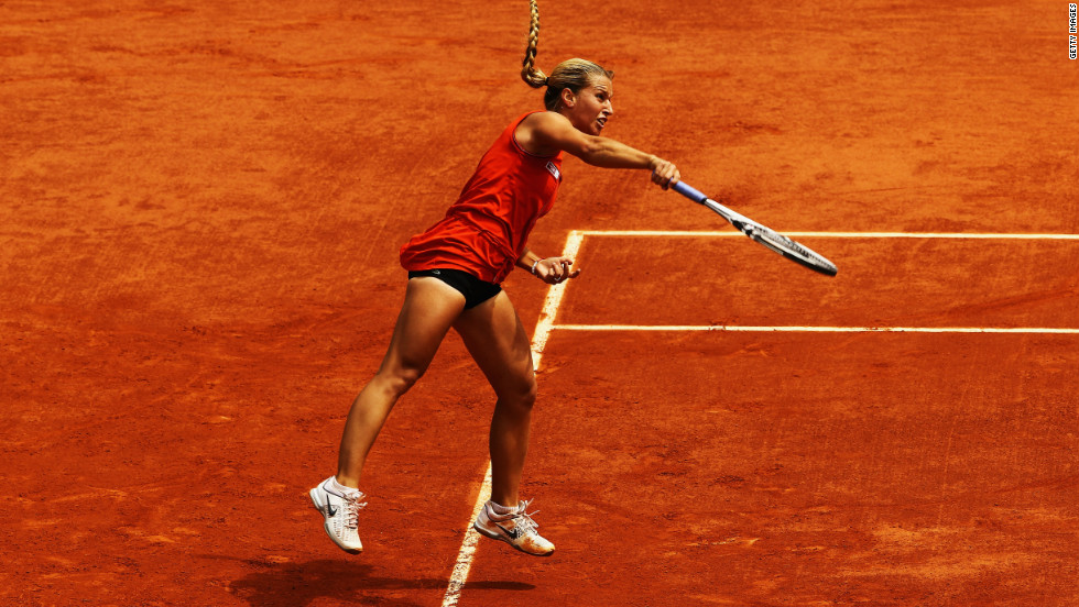 Cibulkova eliminated world No. 1 Victoria Azarenka in the fourth round but had no answer to the power of Stosur, who was French Open runner-up in 2010.