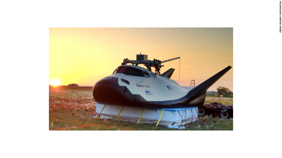 Early on the morning of May 29, near Rocky Mountain Metropolitan Airport in Jefferson County, Colorado, technicians readied Dream Chaser for its first flight test.