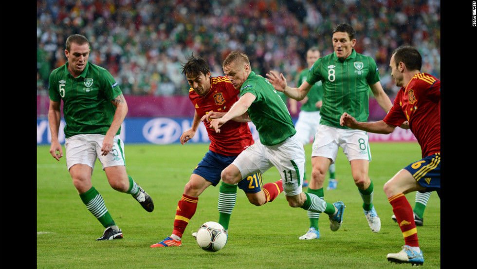 David Silva of Spain battles for the ball with Damien Duff of Ireland.