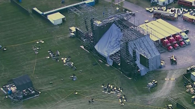 1 killed in Toronto stage collapse