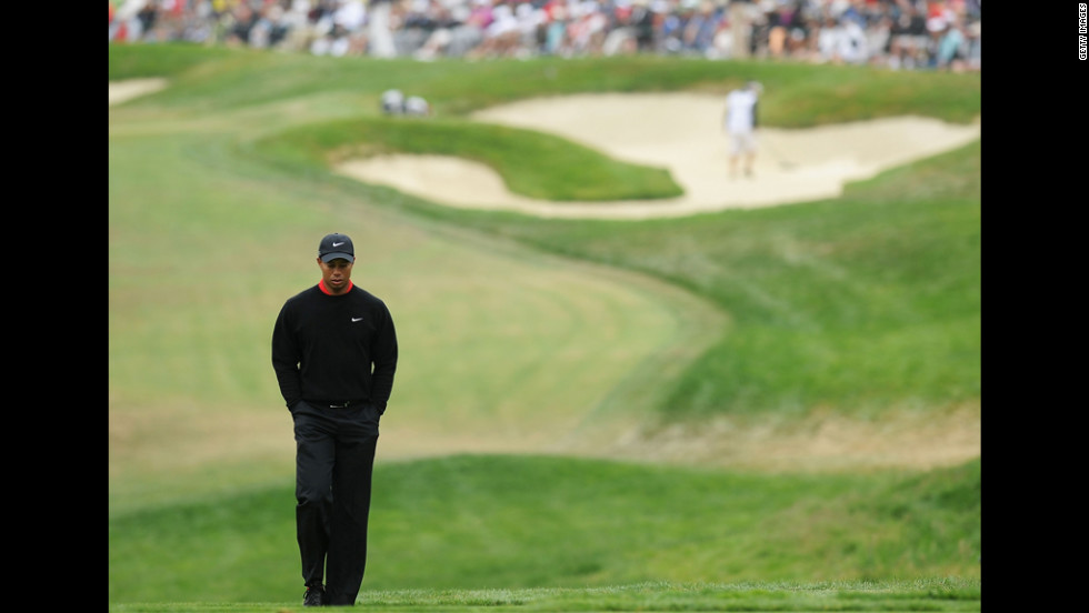Tiger Woods walks to the eighth tee on Sunday.