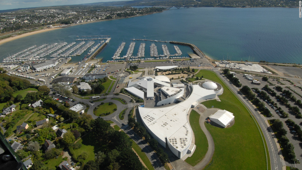 The ocean discovery park covers nearly 10,000 square meters and is a vital part of Brest's thriving oceanography scene.