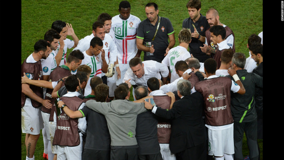 Portuguese coach Paulo Bento talks to his players.