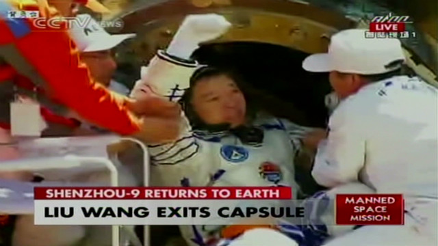 vo china space astronauts emerge_00001425