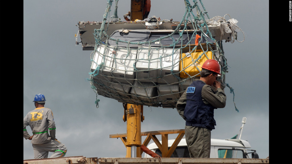 Additional debris is unloaded at the Port of Recife on June 19, 2009.